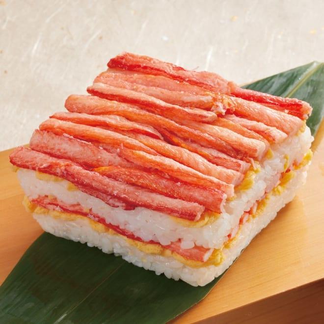 かにの重ね寿司 (300g×2個)【年末お届け】 紅ズワイガニを贅沢に使った贅沢な重ね寿司です。