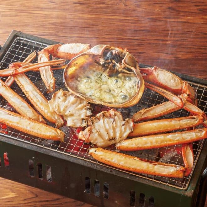 香住がに 焼きがにセット (大サイズ1尾分) 【調理例】紅ずわいがに(香住がに)を贅沢に丸ごと1ハイ分!焼いたり、お鍋に入れたり色々なお料理に。殻の上面がカットされているので食べやすいです。