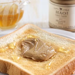 長崎県小値賀町のピーナッツペースト「HAO!」 (130g×3瓶) 【盛り付け例】落花生のみをすりつぶしたピーナッツペーストです。パンにのせたり色々なお料理にもご利用頂けます。