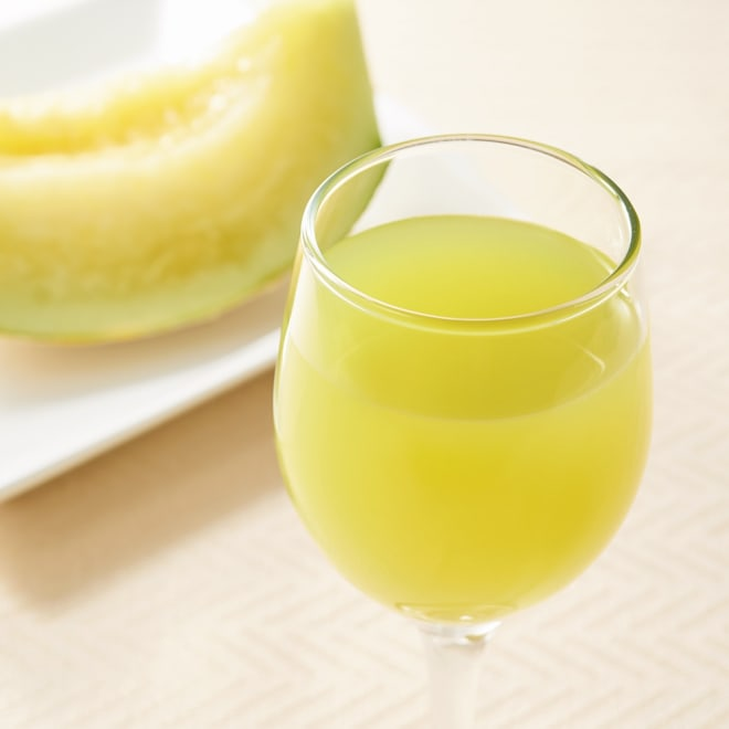 生搾り メロンジュース (100g×15袋) 飲む直前に冷水で解凍。シャーベット状で味わっても。