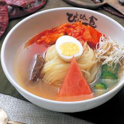 「ぴょんぴょん舎」 盛岡冷麺 (6食) 【調理例】暑い時に重宝する冷麺! 冷たくしてお召し上がりください。(スイカは付いておりません。)