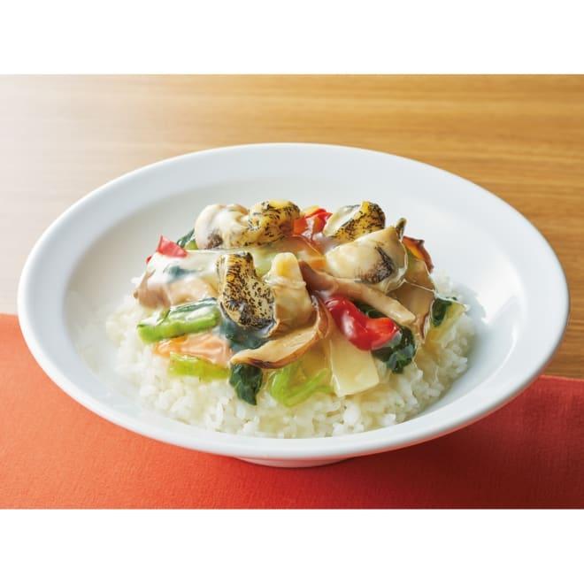 「シャンウェイ」 北海道産つぶ貝入り中華丼の素 (180g×8袋) 【盛り付け例】北海道産の大粒なつぶ貝がごろっと入った贅沢な中華丼です。