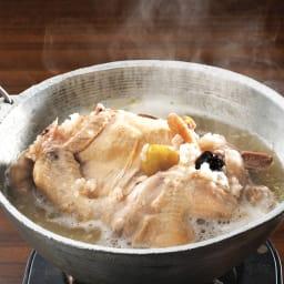 参鶏湯(サムゲタン) (1kg×2袋) 夏のスタミナメニューとしてオススメなばかりではなく、冬も身体を手軽に温める品として愛されています。