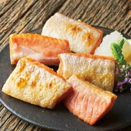 紅鮭一口ハラス (250g×4袋) 【調理例】紅鮭のハラスを一口カットにしました。ごはんのおかずはもちろん、お酒のお供、お弁当のおかずにもピッタリな商品です。