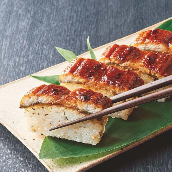 国産鰻棒寿司 (300g×2本) 【盛り付け例】大葉とごまが香る贅沢な鰻の棒寿司です。