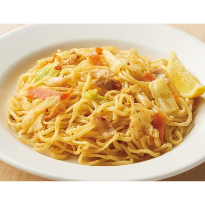 屋台一番 うま塩焼きそば (計12食) 【調理例】 コシと弾力のある平打ち麺をにんにく風味の塩ソース味に。