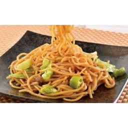8種の名店お惣菜福袋 「札幌すみれ」焼きラーメン(味噌) 太めのもっちり麺に濃厚な味噌だれがからみ、コク深い味わい。お好みで刻み生姜を入れて。 盛り付け例