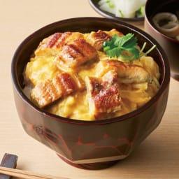 神田明神下「喜川」 国産鰻玉子丼の具 【盛り付け例]】※1袋分を盛り付け例います。<br />鰻蒲焼にからまるとろとろ卵。老舗「喜川」の鰻玉子丼の具
