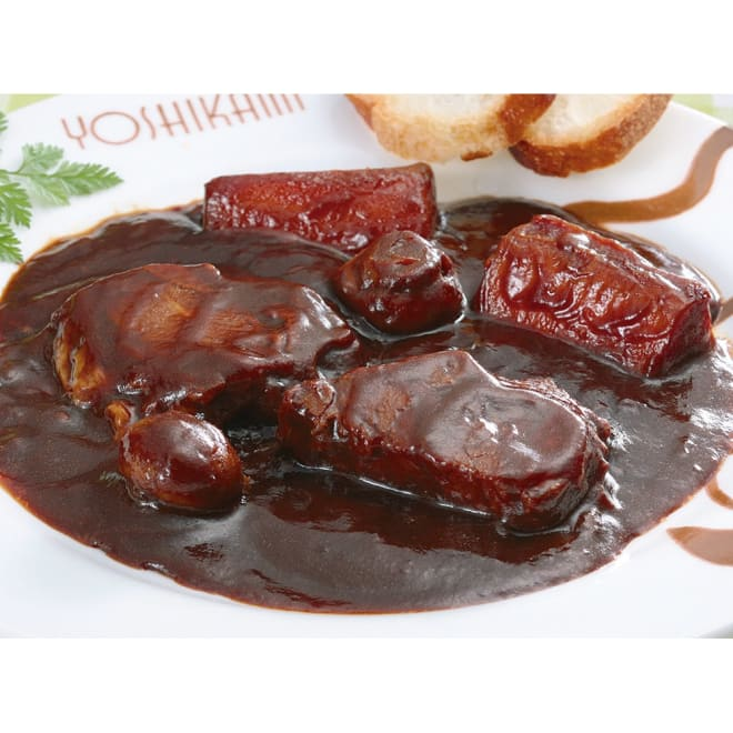 浅草「ヨシカミ」ビーフシチュー (8食) 【盛り付け例】大きめの牛肉がごろごろと!深いコクのビーフシチューです。湯煎するだけ本格的な味わいがお楽しみただけます。