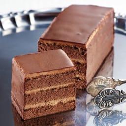 「テオブロマ」ショコラケーキ (約230g×3本) 【盛り付け例】良質なココアを使用した大人の贅沢な味わいです。