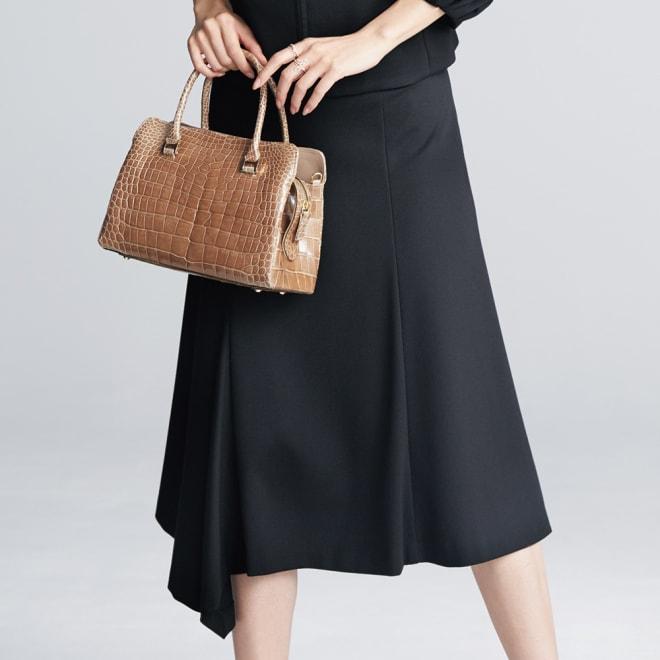 レーヨン ストレッチ ポンチ素材 ヘムスカート 着用例