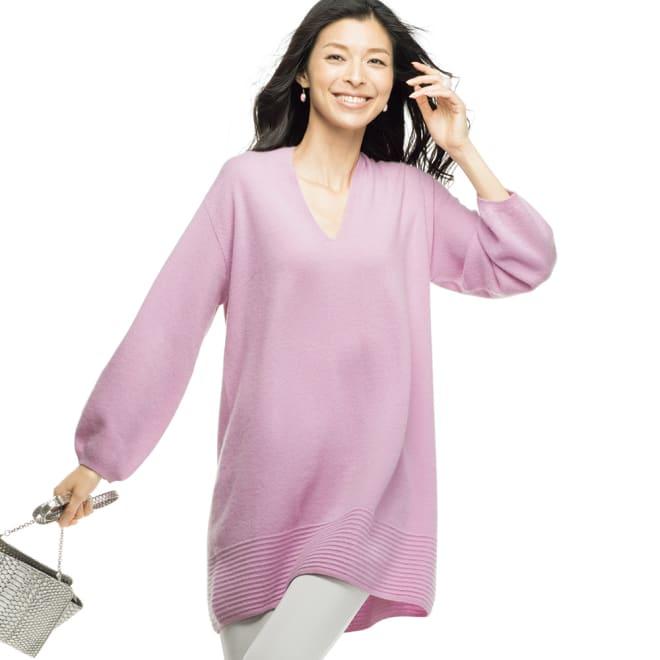 カシミヤ タック編み使い パフスリーブ チュニック (ア)ピンク 着用例