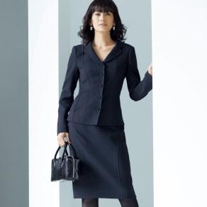 「NIKKE」 ウールダブルクレープ スーツセット(ジャケット+スカート) 写真
