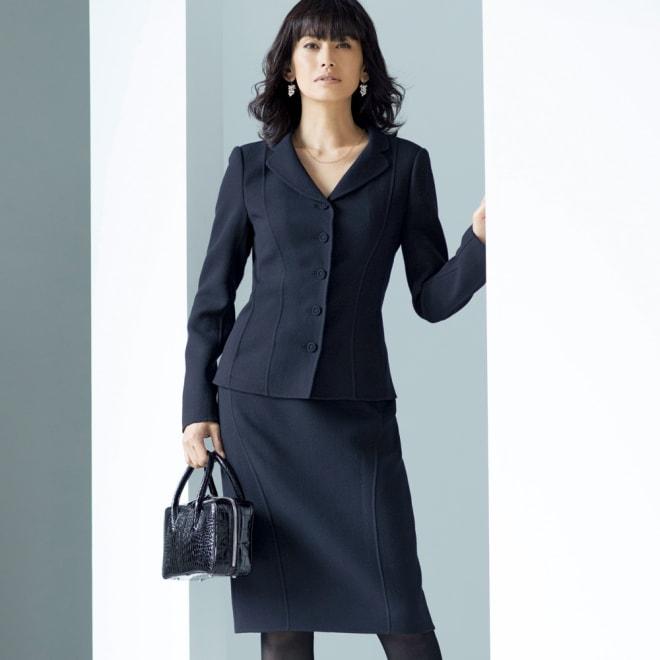「NIKKE」 ウールダブルクレープ スーツセット(ジャケット+スカート) 着用例