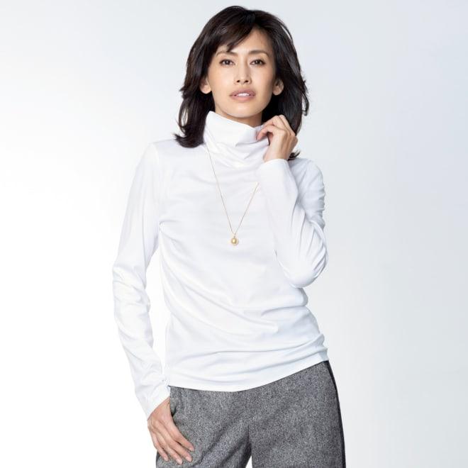スビン綿 タートルネック Tシャツ (ア)オフホワイト コーディネート例