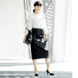 ダブルクロス パフスリーブ ブラウス コーディネート例 /シンプルゆえに高度な美意識が香るブラック&ホワイトの着こなし。