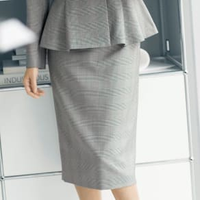 「NIKKE」 マフシルク グレンチェック スカート 写真