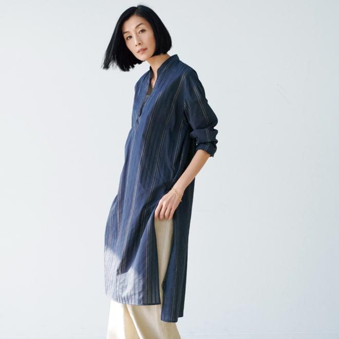ソメロス社 シャドーストライプ ロングシャツ 着用例