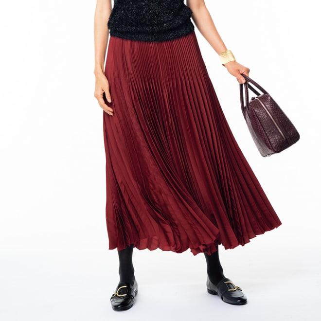 サテン素材 変形プリーツ スカート (ア)レッド 着用例