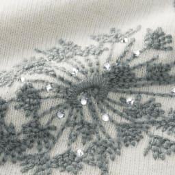 フラワー刺繍 Vネック ニットチュニック 刺繍部分