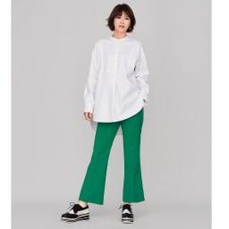ソメロス社 コットンツイル バンドカラー シャツ コーディネート例 /白シャツ&きれい色パンツで、気分を一新!