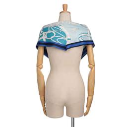 シルクツイルダイヤ型 スカーフ (ア)ブルー×ミントグリーン系 着用例