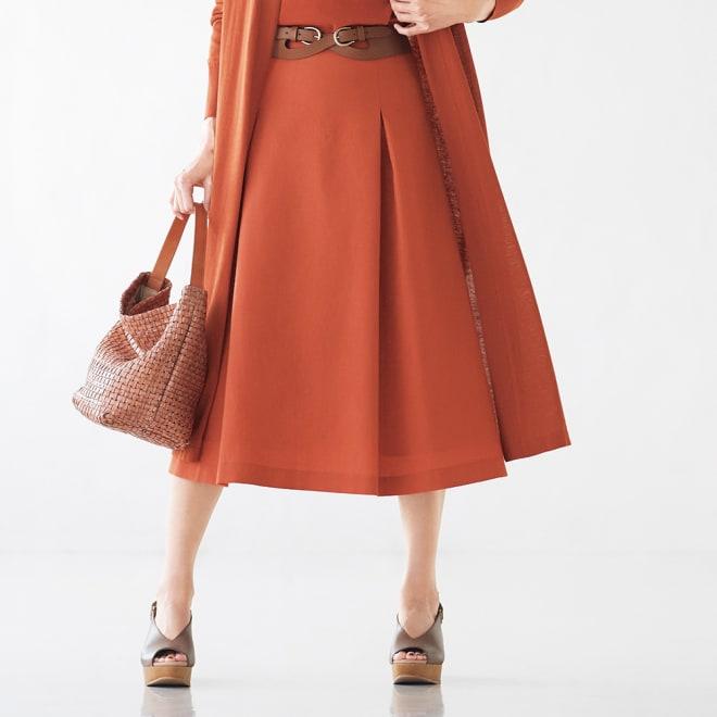 「NIKKE」 ウールリネン トロピカル フレアースカート (イ)ダークオレンジ 着用例