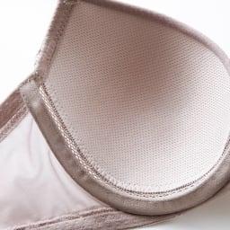 着心地かるい サラサラブラ(モールドカップ・ワイヤー入り) カップ裏はドライタッチな吸水速乾性のあるメッシュ素材