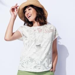 オパール加工 ボタニカル柄 Tシャツ 着用例