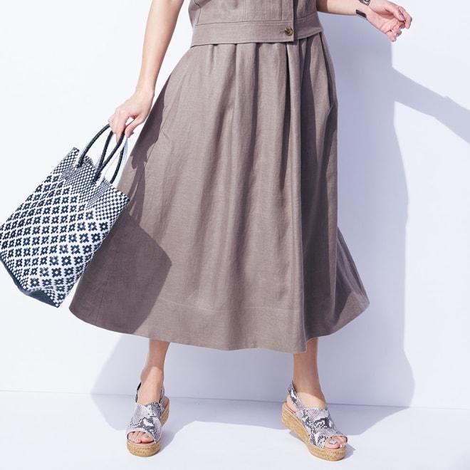 リネン素材 ギャザースカート 着用例