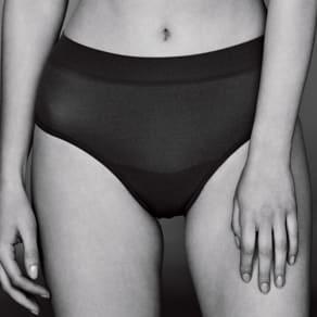 肌側シルク 成型編み ショーツ 写真