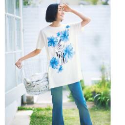 フラワープリント ビッグTシャツ (ア)ホワイト×ブルー系 コーディネート例