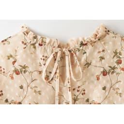 イタリア素材 小花柄カットジャカードブラウス back style