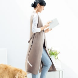 布帛×ニットコンビ ロングジレ コーディネート例 /快適さの中に背筋が伸びるような端正さに魅せられるレイヤードスタイル。