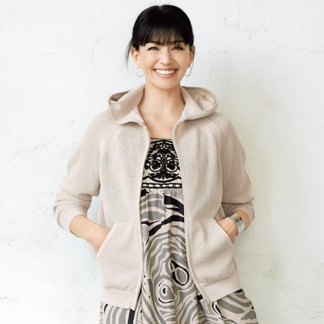 メッシュ柄編み ニットパーカ 着用例