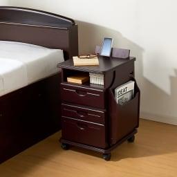 多機能ソファサイドリビングワゴンテーブル (ア)ダークブラウン ベッドサイドのナイトテーブルとしてもお使いいただけます。