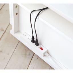 高さも角度も調整できるキャスター付きテレビ台 幅75cm 背面に電源タップなどを置けるスペース付き。