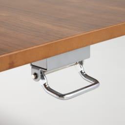 飛散防止フィルム貼りガラス 二重天板昇降式リフティングテーブル 幅120cm 天板下のレバー操作で天板を昇降させることができます。