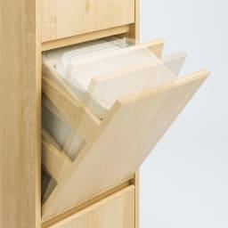 静かに閉まる家具調 分別タワーダストボックス 2分別・扉付き 開け閉めもゴミ捨てもスムーズ。扉から手を離せば、ゆっくり静かに閉まります。