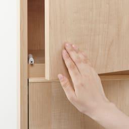 静かに閉まる家具調 分別タワーダストボックス 2分別・扉付き 扉はプッシュ式なので簡単に開閉できます。