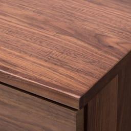 ウォルナット天然木ギャラリー収納シリーズ 幅80cmボード 角には丸みをもたせ、安全性にも配慮。