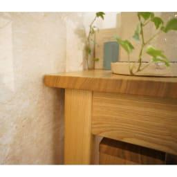 タモ天然木 スマート配線 無垢材頑丈デスクシリーズ デスク・幅95cm 幅木をよけてピッタリ壁付けできます。