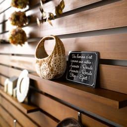 パイン天然木突っ張り式 デコレーション壁面ラック 幅45cm お好みのディスプレイでお部屋があなたの色に染まります。