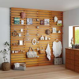 パイン天然木突っ張り式 デコレーション壁面ラック 幅60cm (イ)ナチュラル ※天井高さ:240cm ※写真は幅60cmタイプを4台使用しています。