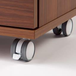 移動ができるブックキャビネット 扉タイプ幅87cm(裏面化粧あり) 頑丈でラクに動かせるキャスター。(ストッパー2個付き)