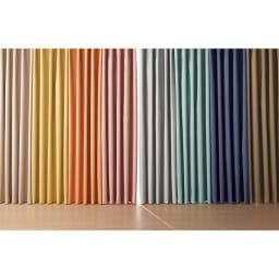 アルミコーティング遮熱・1級遮光ヒートブロック100サイズカーテン 130cm幅(2枚組) 左から(ア)ライトベージュ (イ)イエロー (ウ)オレンジ (エ)ピンク (カ)グリーン (キ)ライトブルー (ク)ネイビー(オ)ブラウン
