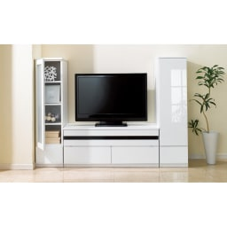 洗練された印象を与えるラインスタイルシリーズ テレビ台 幅99cm 光沢が美しく、圧迫感を軽減してくれるホワイト。(イ)ホワイト
