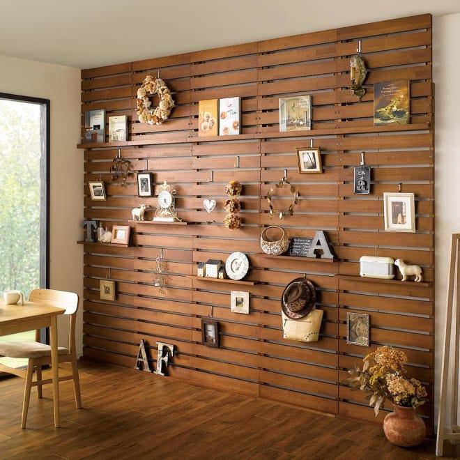 パイン天然木突っ張り式 デコレーション壁面ラック 幅60cm (ア)ダークブラウン ※天井高さ:250cm ※写真は幅60cmタイプを5台使用しています。お届けは1台です。