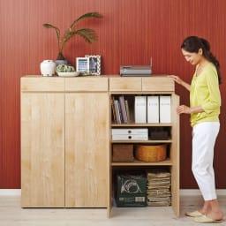 天然木調 掃除機もしまえる本棚 幅80本体高さ120cm 使用イメージ(イ)ナチュラル ※お届けは(写真左)幅80本体高さ120cmタイプです。