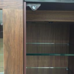光沢が美しい 北欧風ナチュラルモダン リビング収納シリーズ  サイドボード 扉はマグネット式です。